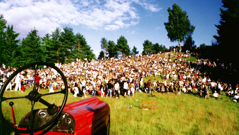 Skidbacken invaderades av publik som ville lyssna på traktorer.