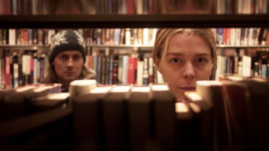 Skådespelarna Oskar Stenstöm och Sanne Ahlqvist Boltes . Pressbild från Badnitsagor.
