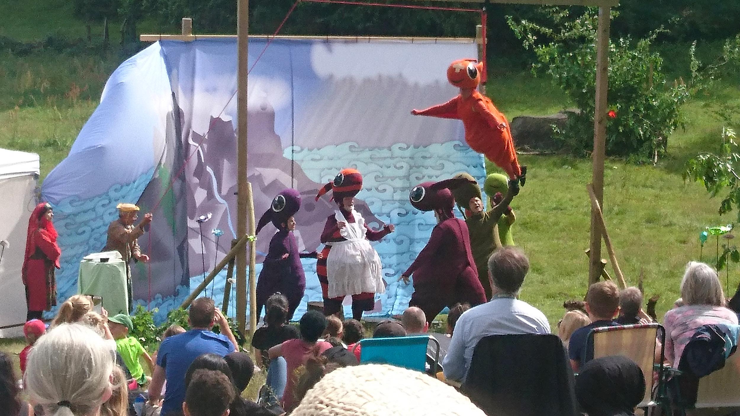Draken Kjetil lär sig flyga i Drakamöllan.
