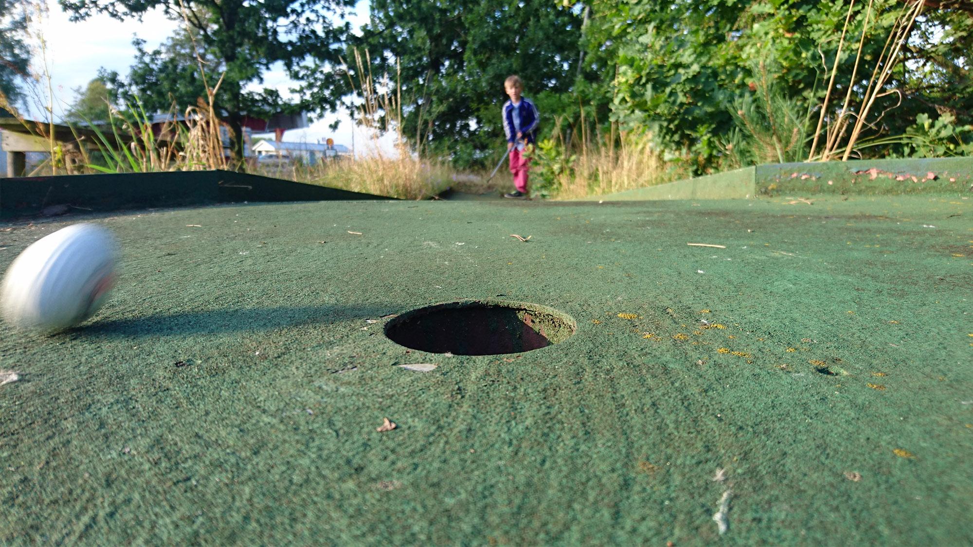 Fjärde hålet på den övergivna gamla bangolfen i Vitemölla.